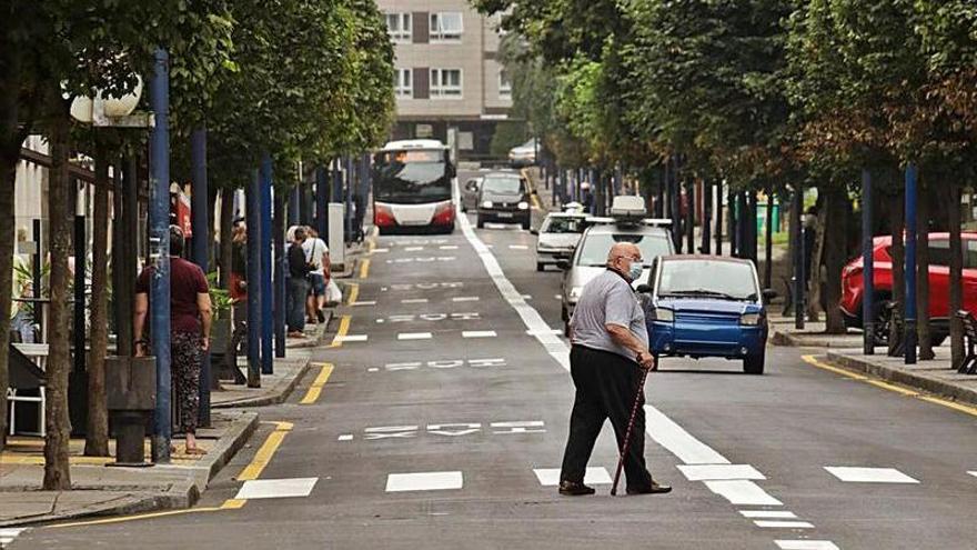 """Críticas al carril bus de la zona oeste por la supresión de plazas: """"Daña a los negocios"""""""
