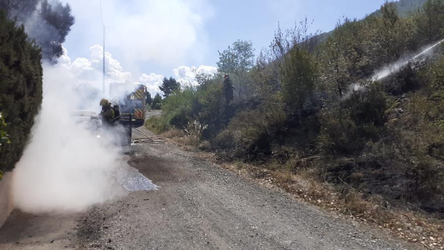 Un incendi crema un vehicle al Clot del Tufau, a Sant Vicenç