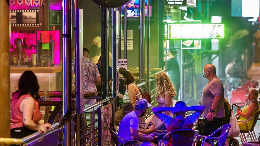 El ocio nocturno abrirá hasta las 2 y se mantiene el aforo del 50% en el interior de los restaurantes