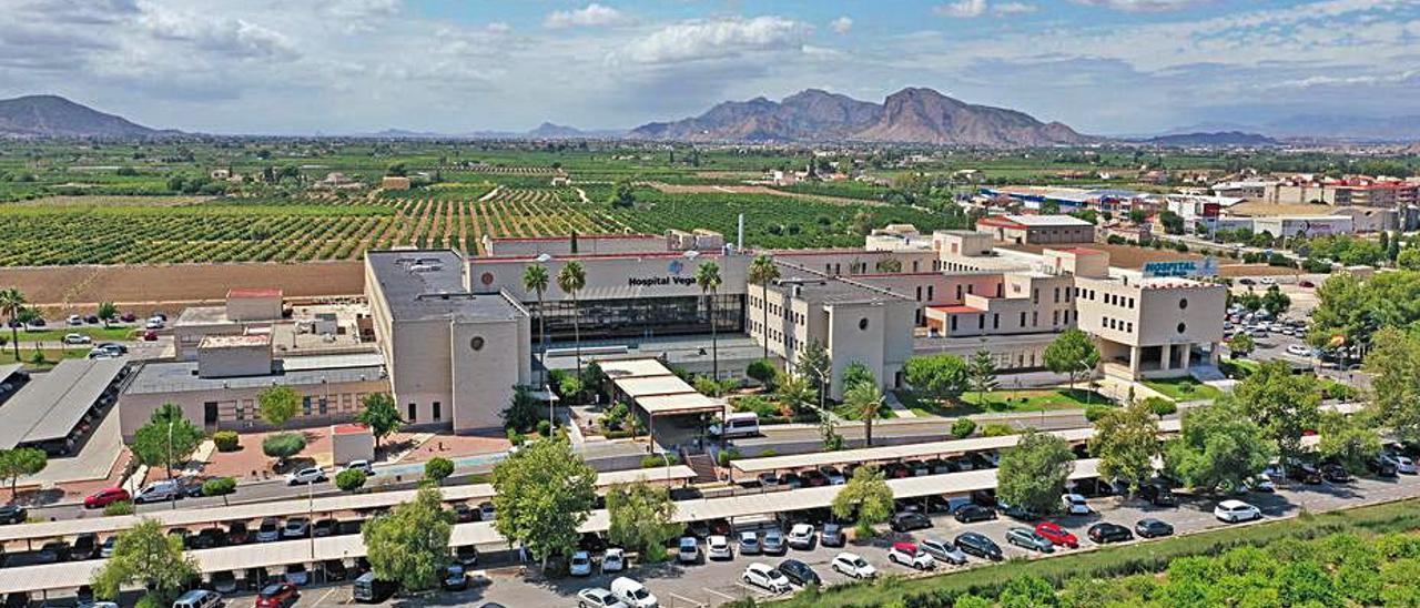 Imagen aérea del Hospital Vega Baja de Orihuela.  | TONY SEVILLA