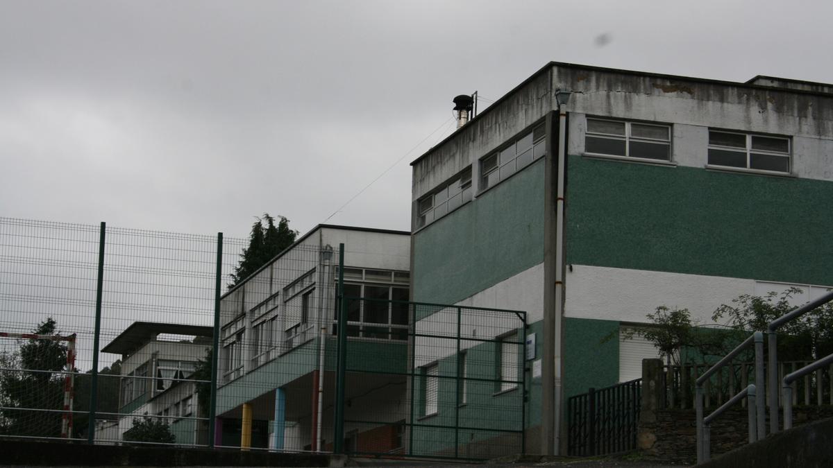 Fachada del colegio Jovellanos de Vegadeo.