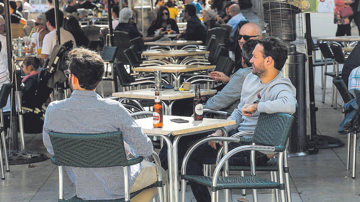 Seis de cada diez brotes  se originan en reuniones de familiares y amigos