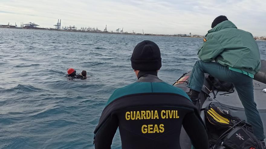 Hallan ahogado en la Malva-rosa al joven de 19 años desaparecido en València