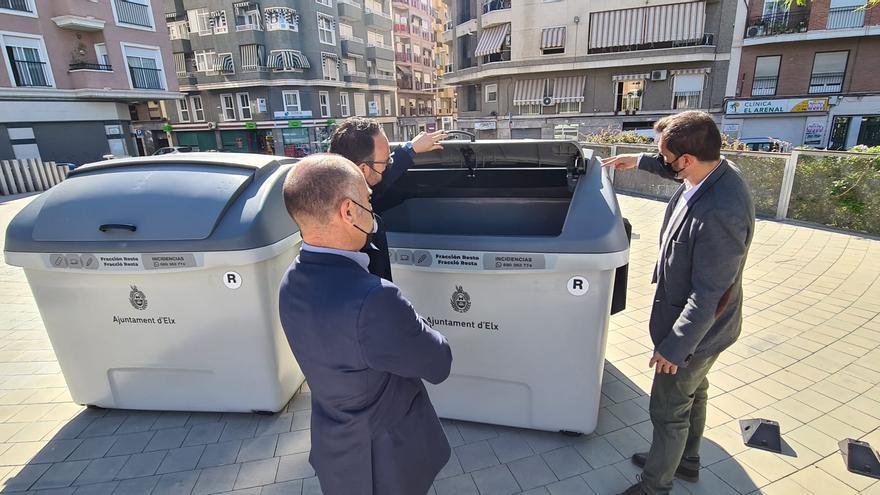 Elche renueva 150 contenedores en Carrús y enviará los antiguos a las playas