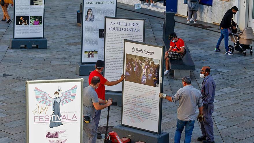 Desmontan por error la exposición de Festivala en la plaza de Galicia