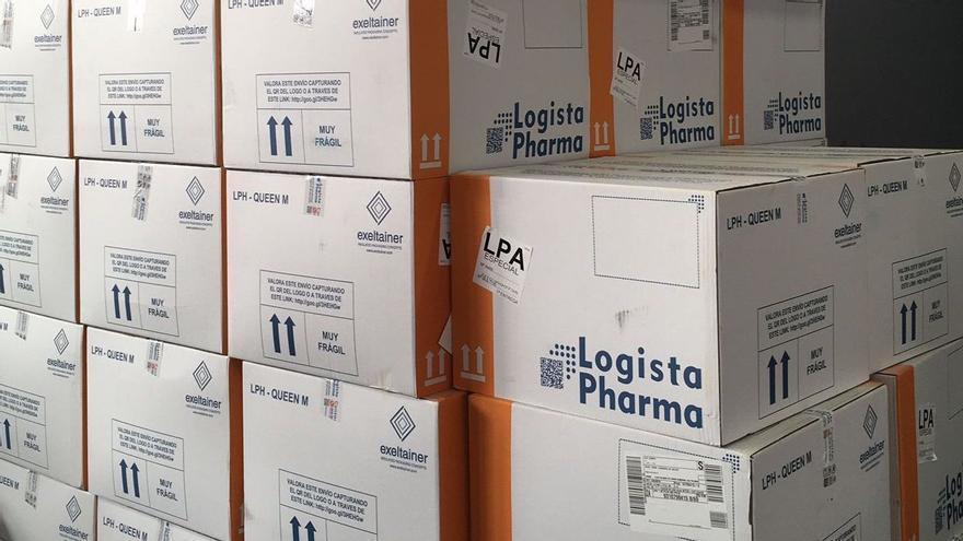 Llegan a Canarias nuevas remesas de vacunas contra el coronavirus de Pfizer y AstraZeneca