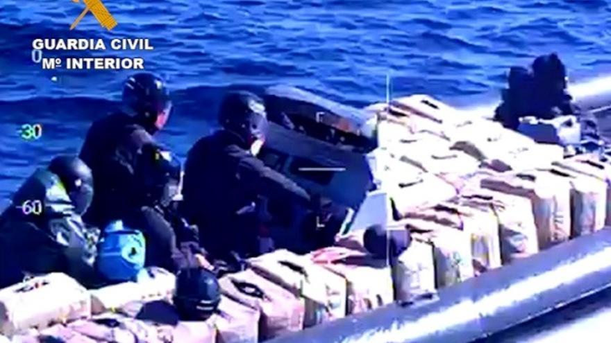 La Guardia Civil detiene a cien personas tras desmantelar una red de tráfico de hachís y marihuana por Europa