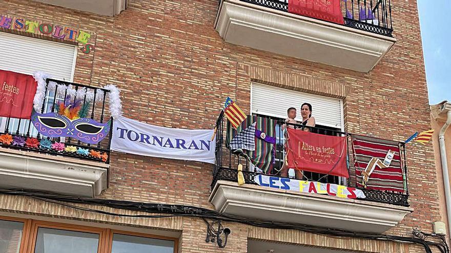 Alfara lliura els premis del concurs 'Engalana el teu balcó'