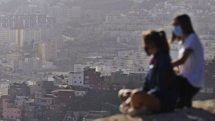 La población de Canarias crece  en casi 7.500 habitantes en 2020