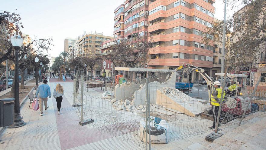 Un acceso al refugio antiaéreo de General Marvá en Alicante de quita y pon