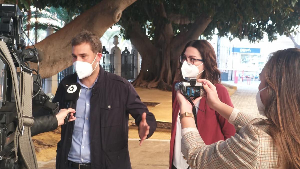 El portavoz de Compromís en la  Diputación, Gerard Fullana, y la diputada Aitana Mas
