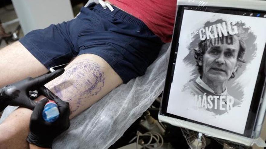 Un valenciano se tatúa a Fernando Simón