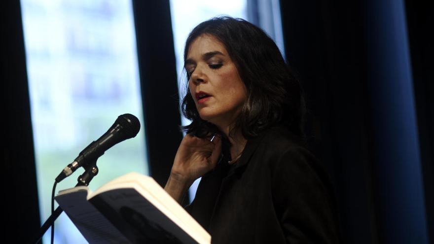 """Lara Moreno: """"La poesía es el dardo más afilado que hay"""""""