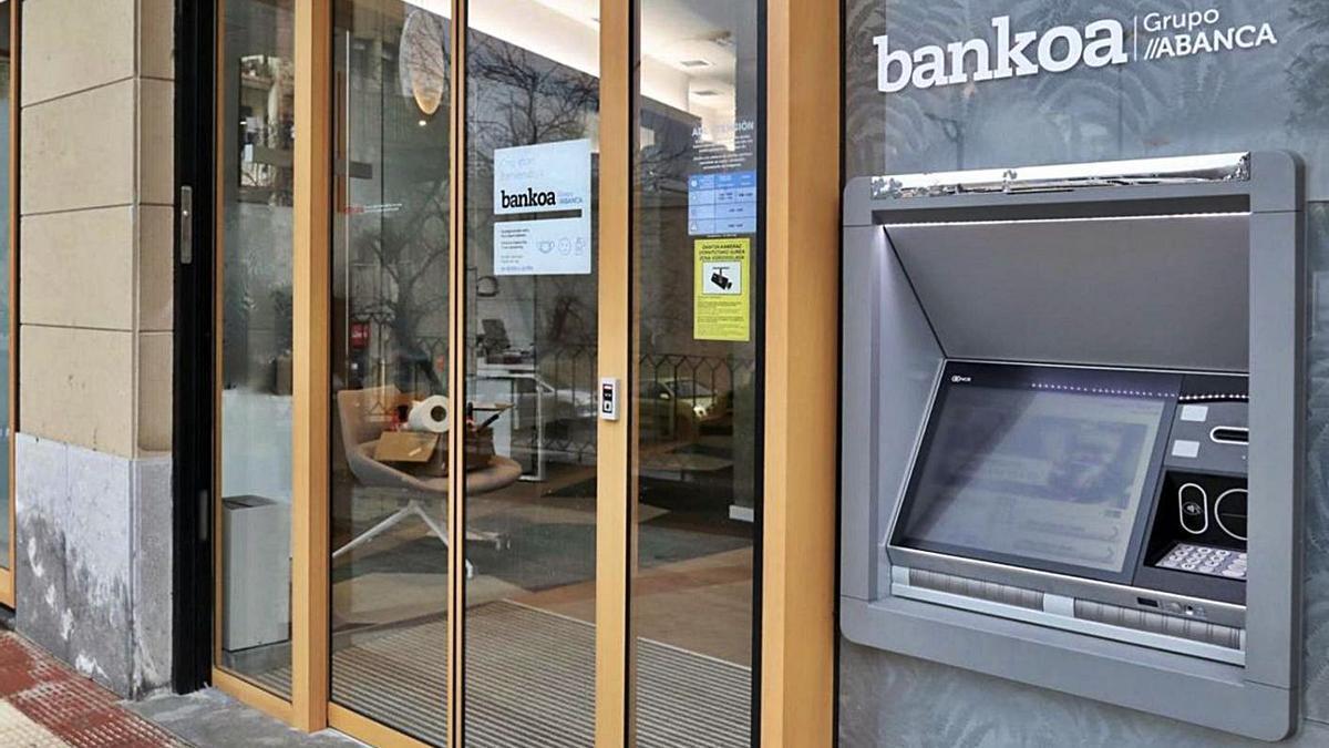 Oficina de Bankoa en Hernani ya con rótulo de Abanca.     // ABANCA