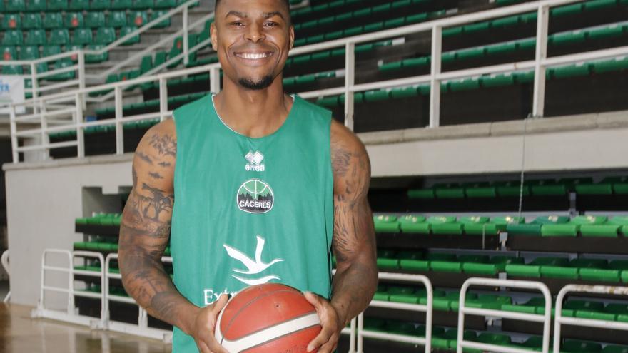Benoit Mbala se incorpora al Cáceres