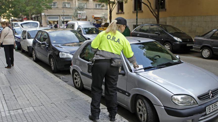 Falschparken, Rasen, Handys - das kosten Strafzettel auf Mallorca