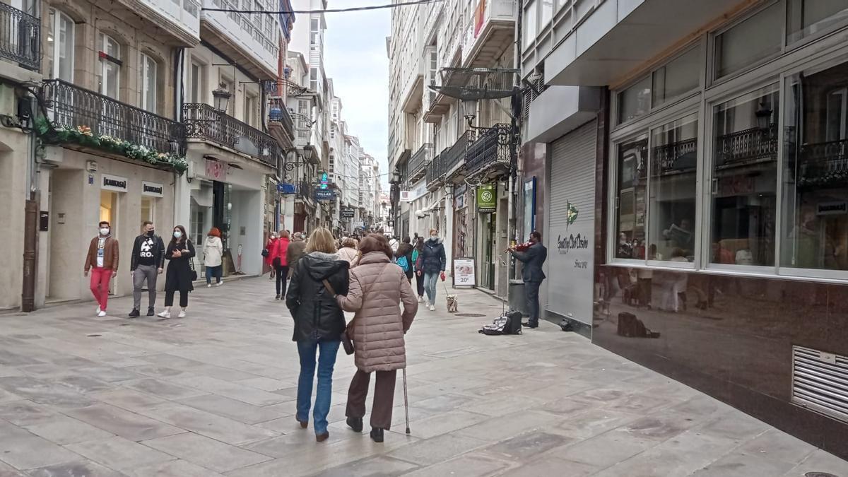 Inicio de la calle Real de A Coruña desde el Obelisco y Rúa Nueva.