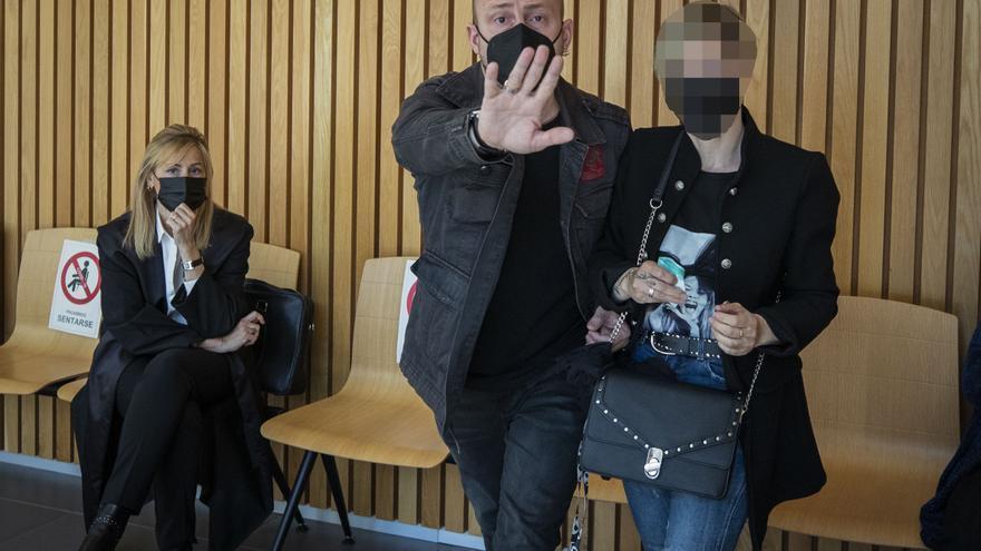 Un padre acusado de abusar de su hijo en Zaragoza dice que es invento de la madre