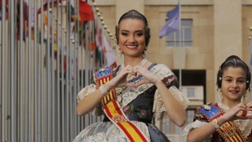 """El Extra de Levante-EMV lleva las Fallas a la """"cima  del Mundo"""""""