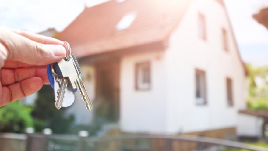 Canarias lidera la caída de la compraventa de viviendas