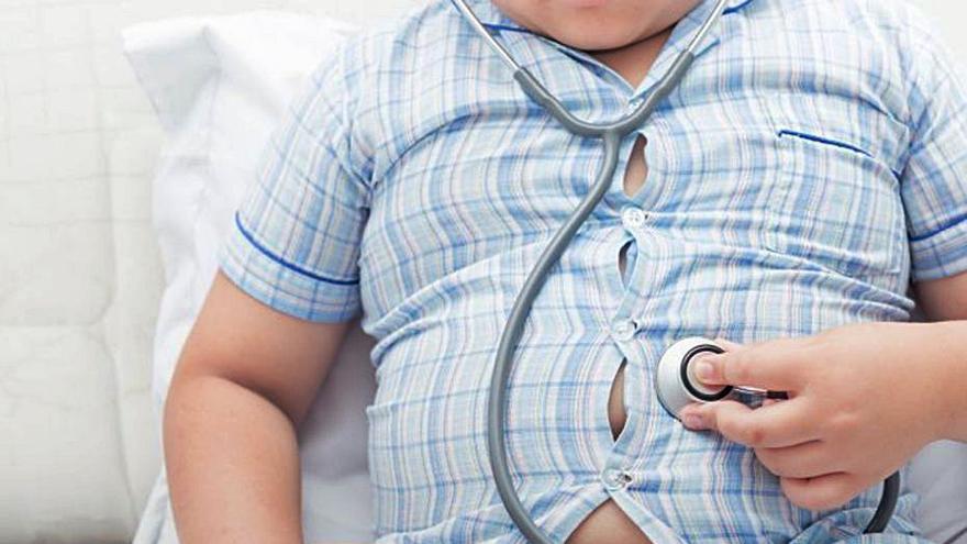 Millorar l'autoestima de les famílies ajuda a combatre l'obesitat infantil