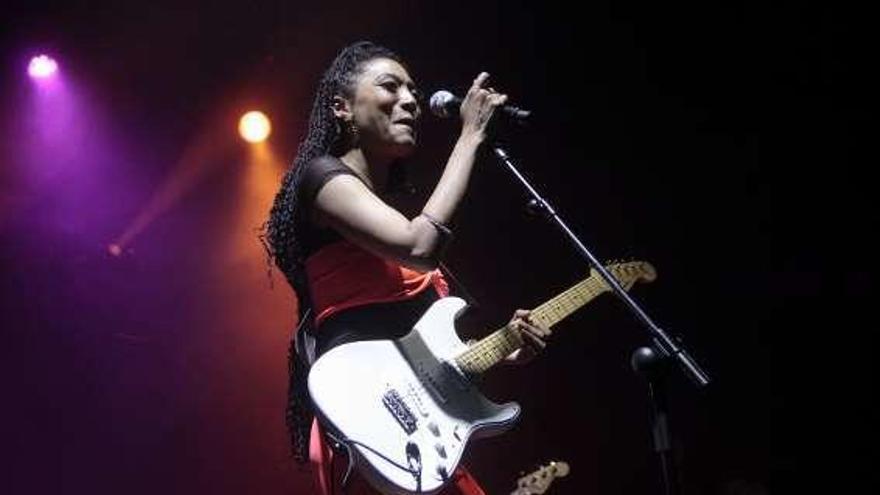 La cantante Judith Hill enciende con su voz a Pontevedra