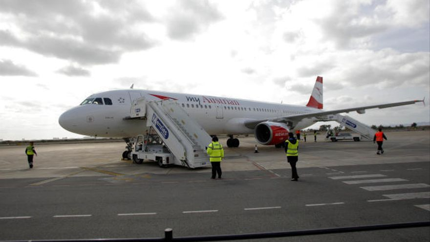 El aeropuerto de San Javier ha superado ya el millón de pasajeros este año