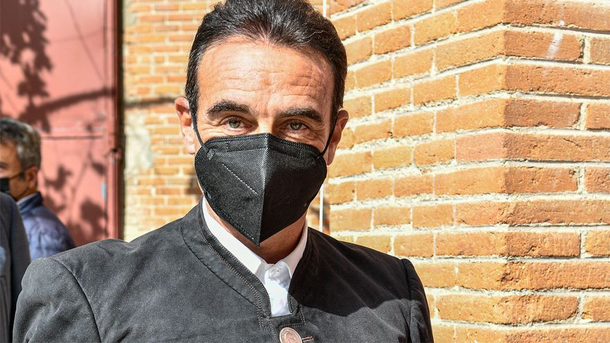 Enrique Ponce toreó en Las Ventas con una chaqueta con botones de monedas de Franco