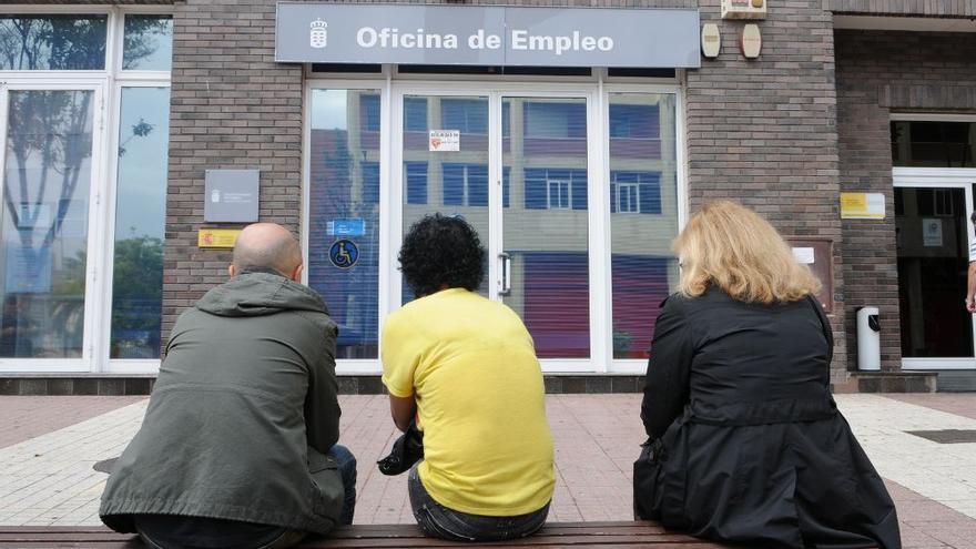 El paro registrado bajó en Canarias en 2.827 personas durante marzo, un 1,0%