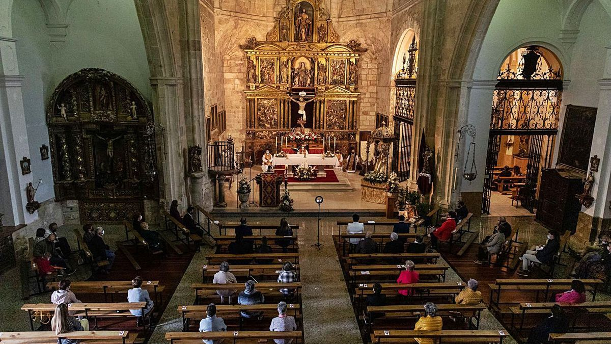 Celebración de la misa mayor de la fiesta del Cristo de Morales en la parroquia del pueblo. | Nico Rodríguez