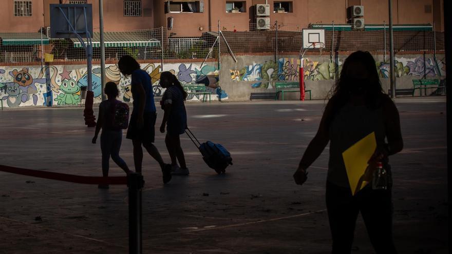 Los pediatras piden que no se confine a los niños y se mantengan abiertos los colegios