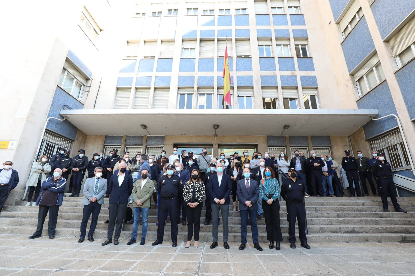 FOTOGALERÍA | Concentración en la Jefatura Superior de Policía de Aragón en repulsa de las agresiones a agentes