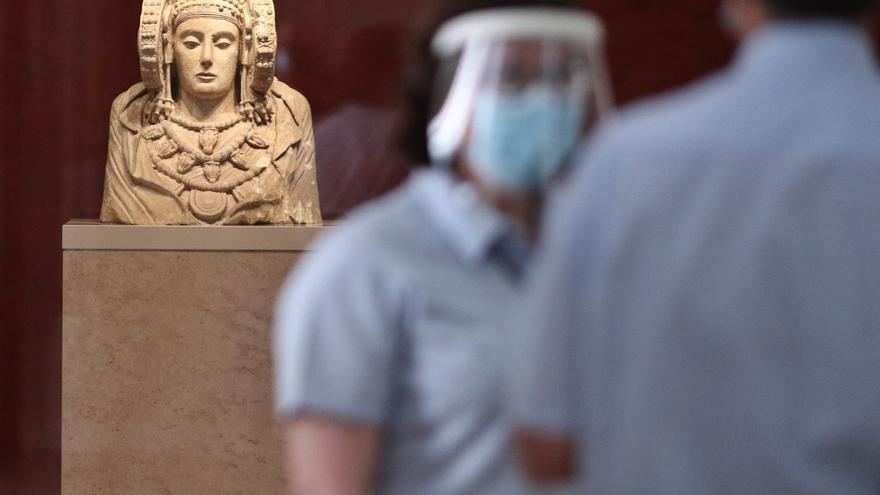 El alcalde apuesta por la cesión un año de la Dama en 2022 y el Senado deja sin votar la devolución del busto