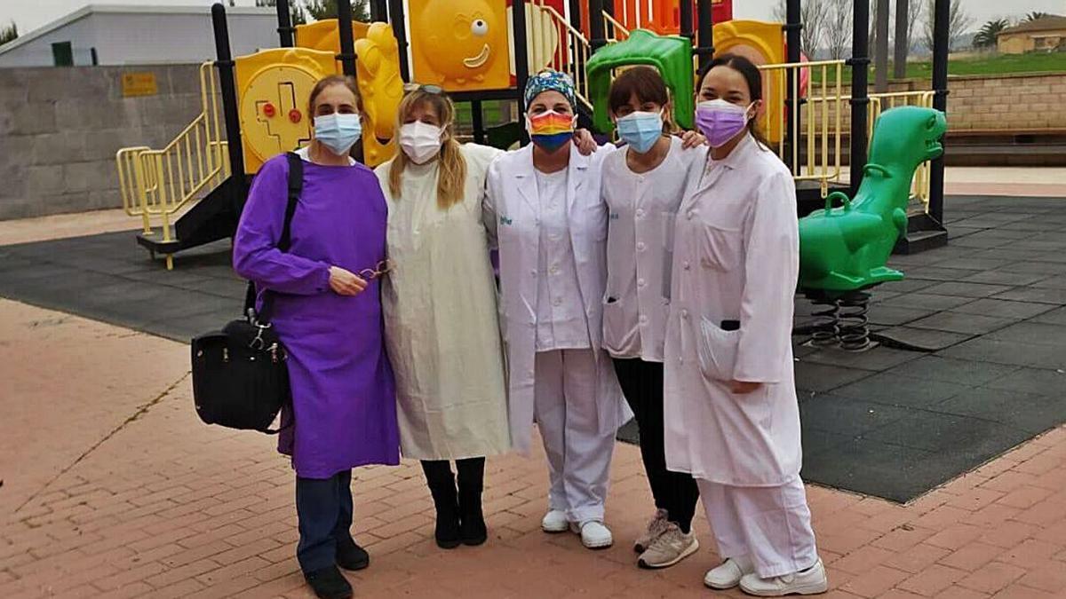 Profesionales sanitarias que llevaron a cabo la vacunación en Plasencia de Jalón. | SERVICIO ESPECIAL