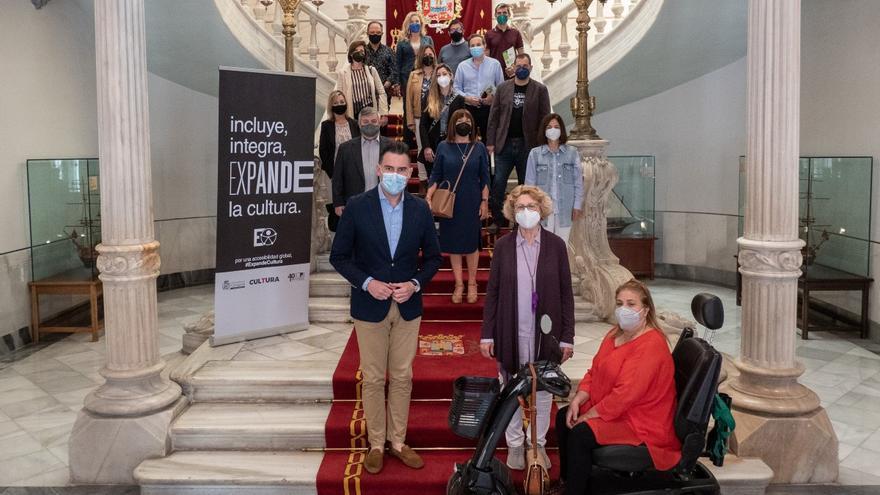 El Ayuntamiento se compromete a acercar la cultura a las personas con diversidad funcional