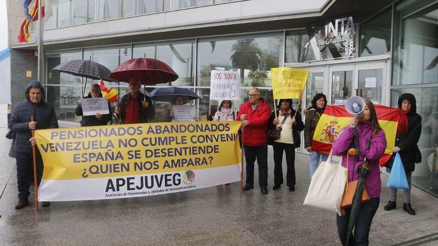 El Gobierno empieza a pagar una pensión a 1.500 retornados de Venezuela en Galicia