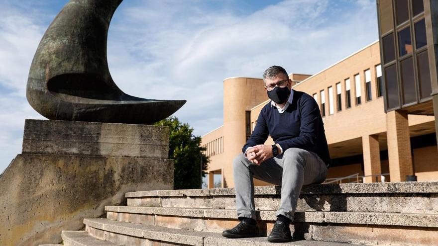 """Rubén González, director de la Escuela de Marina Civil: """"Hay pleno empleo entre nuestros titulados y cada vez más salidas laborales"""""""