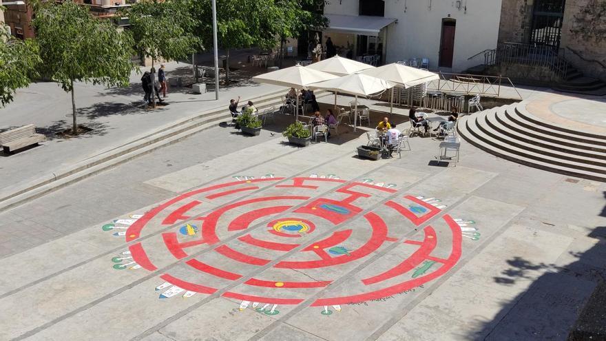 Pinten un laberint circular a la plaça Europa de Manresa