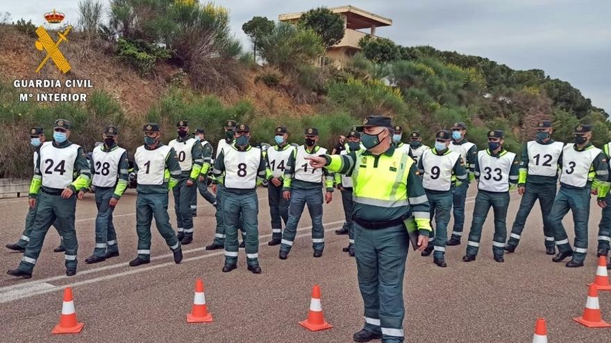La Vuelta Ciclista busca en Mérida a 15 guardias civiles para su unidad móvil