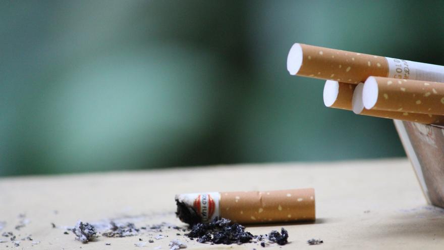 Los bebés lactantes de madres fumadoras tienen mayor riesgo de muerte súbita