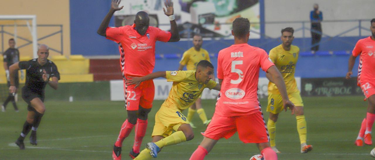 Un momento del Orihuela-Alcoyano disputado el domingo en Los Arcos (0-0)