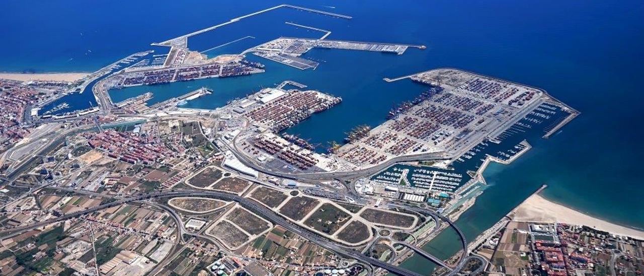 Panorámica de la ZAL a espaldas del puerto