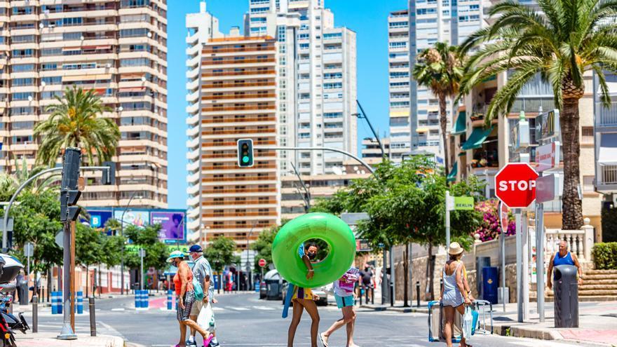"""El tiempo en Alicante: Calor, """"fresquito"""" y hasta alguna lluvia el domingo"""
