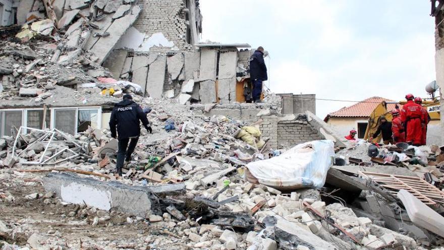 Ya son 40 los muertos por el terremoto en Albania, el peor en décadas