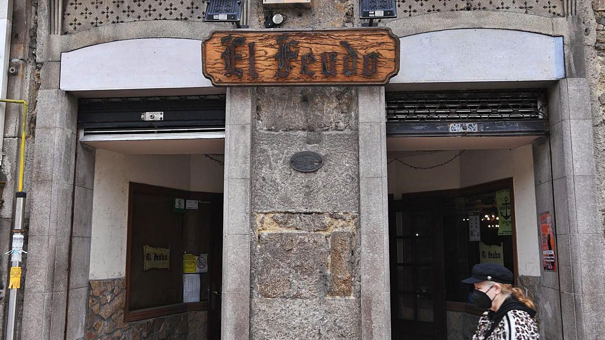 Entrada de El Feudo, en la calle Panaderas.     // CARLOS PARDELLAS