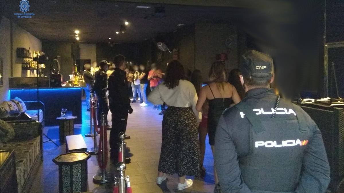 BALEARES.-Sucesos.- La Policía localiza una fiesta ilegal con cerca de unos 20 asistentes en un conocido local de Palma
