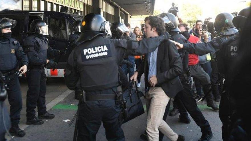 La presencia del 'pequeño Nicolás' en la estación de Sants de Barcelona crea momentos de tensión con los CDR