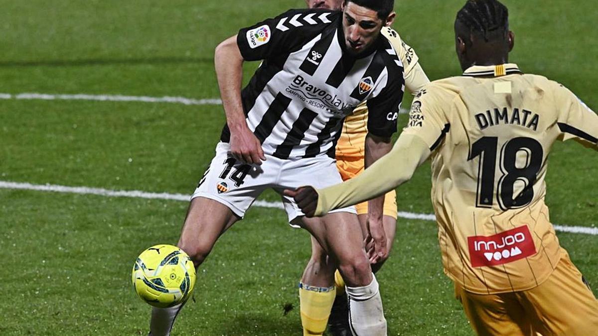 Yann Bodiger, durante un partido contra el Espanyol el curso pasado. | MANOLO NEBOT/MEDITERRÁNEO