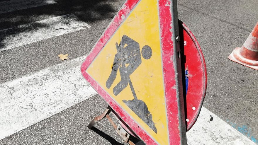 El Ayuntamiento de Málaga realiza obras para mejorar las calles en Churriana