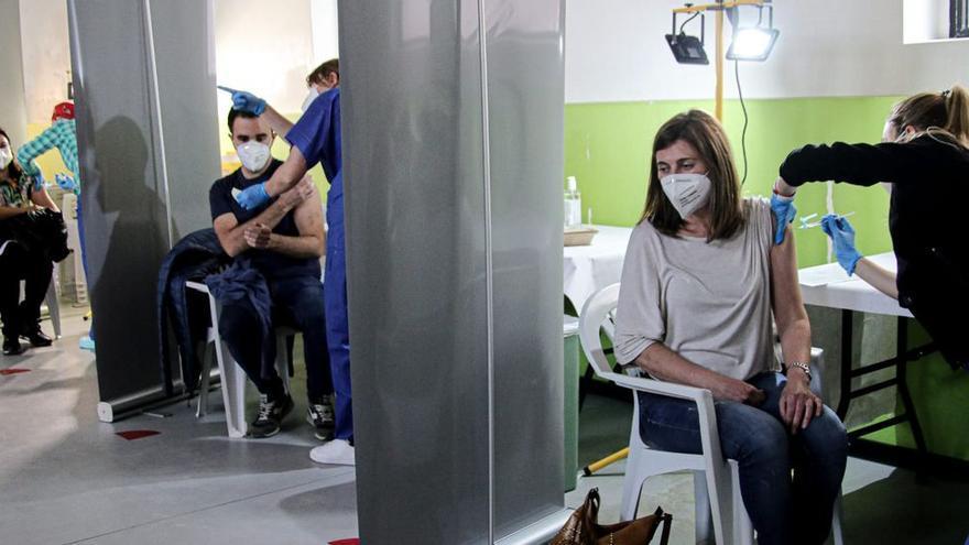 Arranca la vacunación de docentes en el departamento de Salud de Alcoy